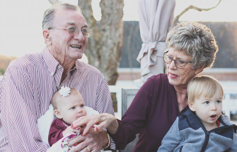 פרויקט 80 וארבע: פעוטות ודיירי בית אבות נפגשים בפרויקט ייחודי